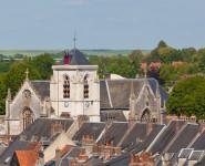 VISITE GUIDÉE l'Église du Saint-Sépulcre et vitraux de Manessier